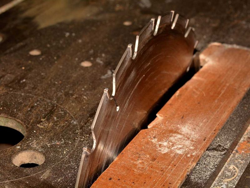 how to change a table saw blade